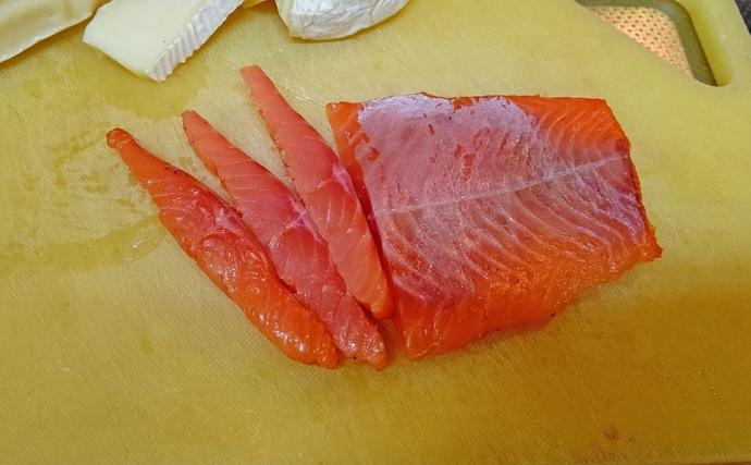 【釣果レシピ】ニジマスのスモーク:サンドウィッチやパスタにアレンジ可