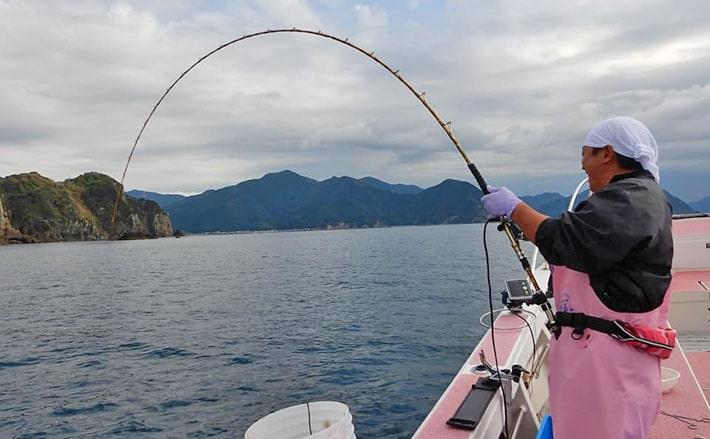 西伊豆の秋マダイが絶好調 タックルと釣り方のキホン【とび島丸】