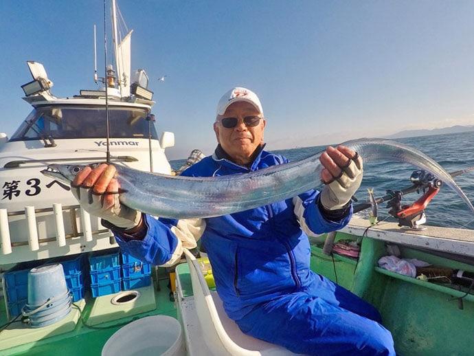 【大分沖】船釣り最新釣果 指幅10本サイズ『神龍』タチウオ見参!