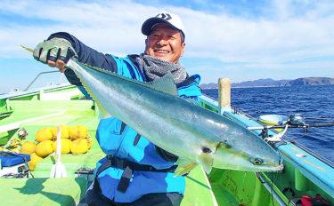 コマセワラサ釣り82cmブリクラス登場 好ゲストのマダイも【利八丸】