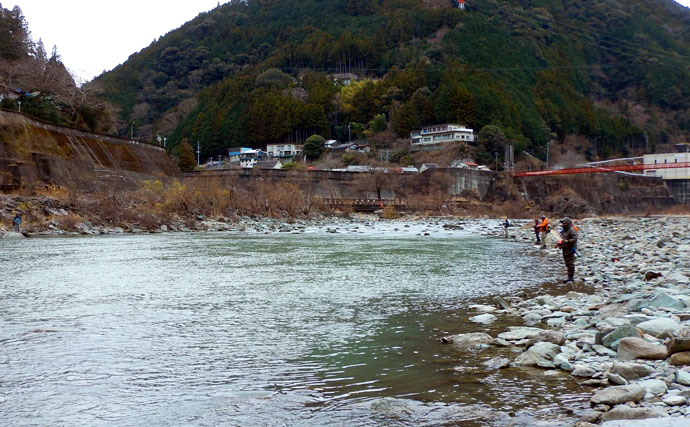 放流2日目の「天竜川C&R区間」で苦戦 黒金カラーに48cmニジマス