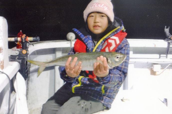 子連れ船アジ釣行で本命31尾 娘が48cmギガアジを手中【ともわ丸】