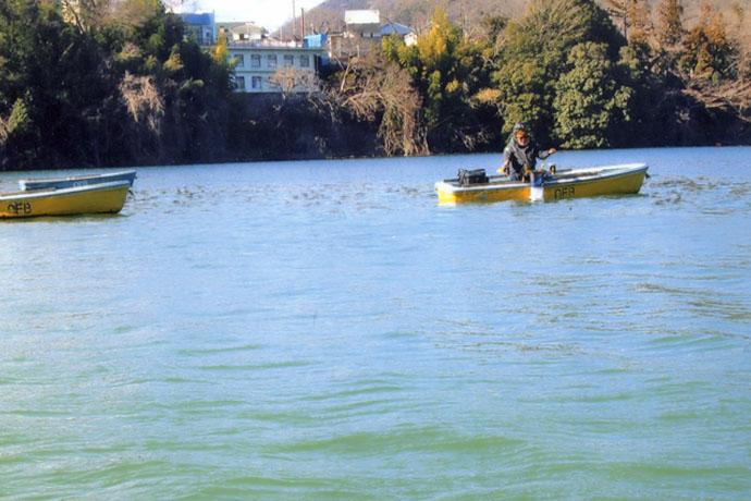 ボートワカサギ釣りで深場狙い 午前中で100尾超え達成【津久井湖】