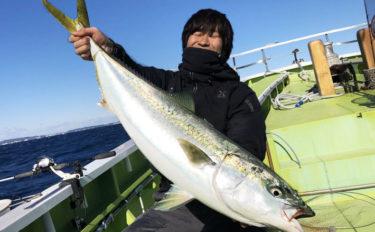東京湾電車釣行で8.9kgブリ浮上 ライトタックルで手中【忠彦丸】