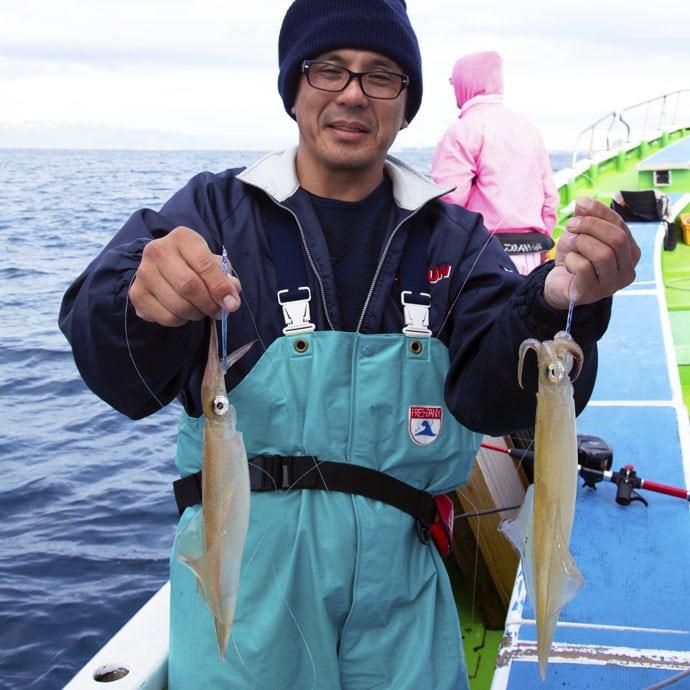 相模湾のイカが好調 ヤリイカ5点掛けにスルメイカ6点掛け【儀兵衛丸】