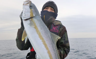 ヒラマサジギングで10kg超メタボ本命手中 単発拾い釣りで【福岡】