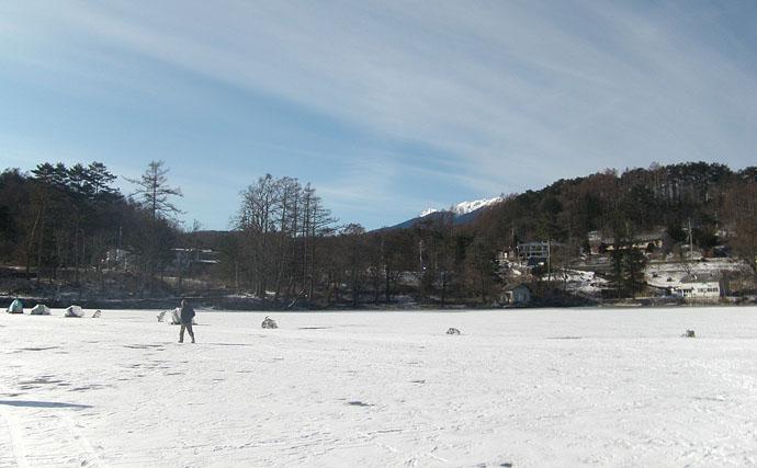 暖冬の影響で結氷遅れる 氷上ワカサギ釣りで63尾【長野・松原湖】