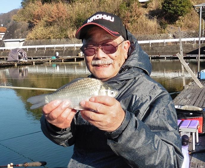 外気は春でもまだまだ『冬の釣り』 ヘラブナ釣りで元気印の9寸【奈良】