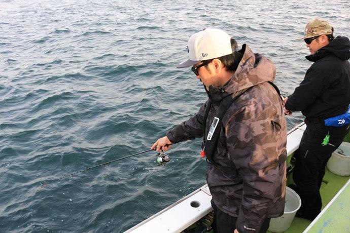 東京湾『LTアジ』で良型手中 前回1尾のリベンジ達成【渡辺釣船店】