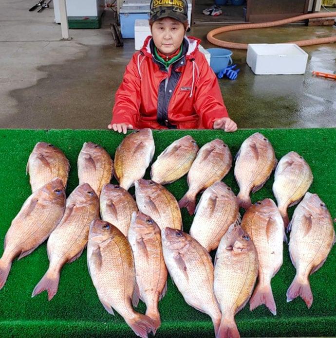 【三重県】海上釣り堀最新釣果 定番マダイ以外にイシダイも複数顔出し