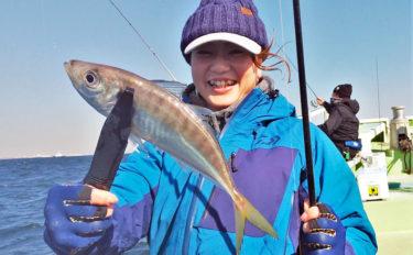 東京湾でも人気拡大中 『バチコンアジング』で32cmアジ【渡辺釣船店】
