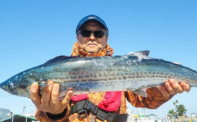 活きイワシの『泳がせ釣り』で快釣 本命ヒラメにサワラ【昭徳丸】