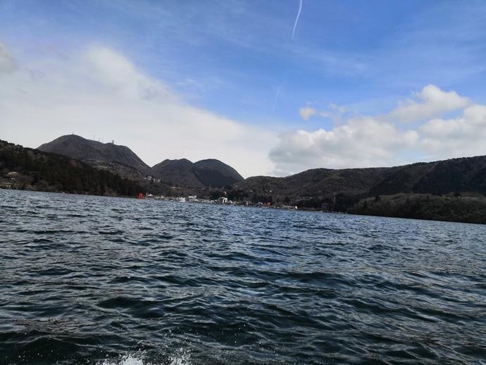解禁直後の芦ノ湖を新釣法で攻略 『テンヤトラウト』で60cm級ニジマス