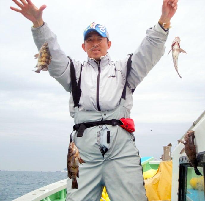 船メバル釣りで良型連発 25cmオーバー含み5連掛けも【七福丸】