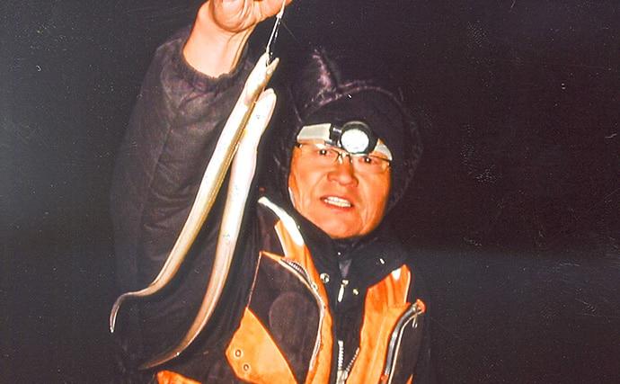 夜の陸っぱり釣りでアナゴ30匹 足元を5本ザオで狙う【霞ケ浦ふ頭】
