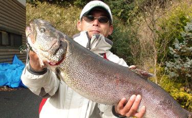 管理釣り場で大型マス類を狙って釣り分ける方法 目視の有無ごとに解説