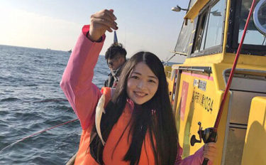 会社の『釣り部』で船シロギス釣りに挑戦 厳冬期でも23尾【荒川屋】