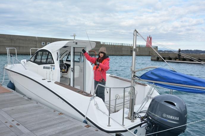 晴山由梨がレンタルボートで冬の海を滑走 30cm超えアマダイを手中