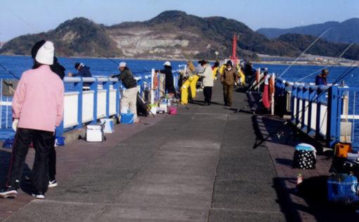 置きザオでのんびり「投げ釣り」を満喫【日明・海峡釣り公園】