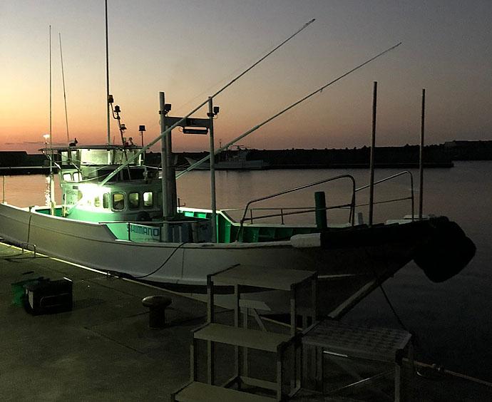 磯フカセ釣りで30cm超グレ快引 ウネリ攻略はオモリ調整で【和歌山】