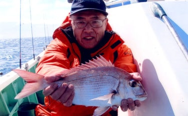 テンヤマダイ釣行で1kg級 浅場での連発にシーズン到来実感【弁天丸】