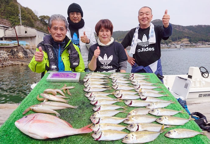 【三重】船釣り最新釣果 春の大型アオリイカ狙いエギング好調