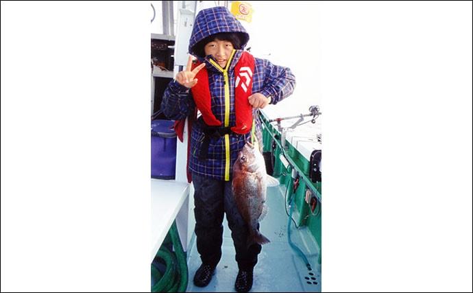 親子でコマセ五目船を満喫 60cm級マダイヒットで大喜び【静岡・藤丸】