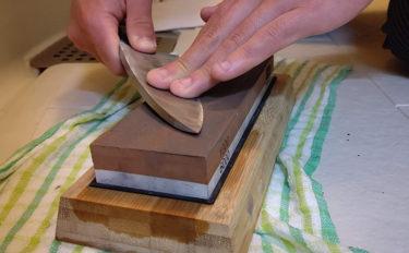 『出刃包丁』の家庭での手入れ方法と研ぎ方 サビ防止の裏技も併せて紹介