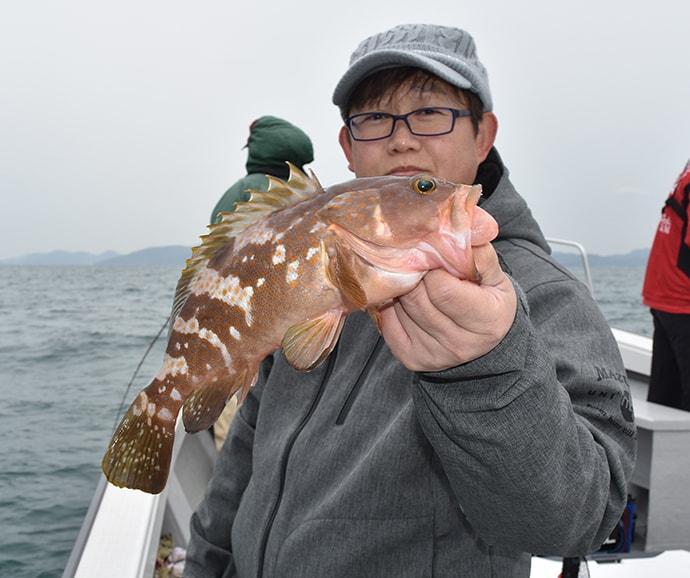 根魚リレー船で納竿直後にドラマ 50cmアコウにメバル入れ食い【秀丸】
