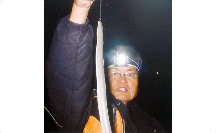 ぶっこみ釣りで今年初の天然ウナギ40cmを手中【三重・揖斐川】