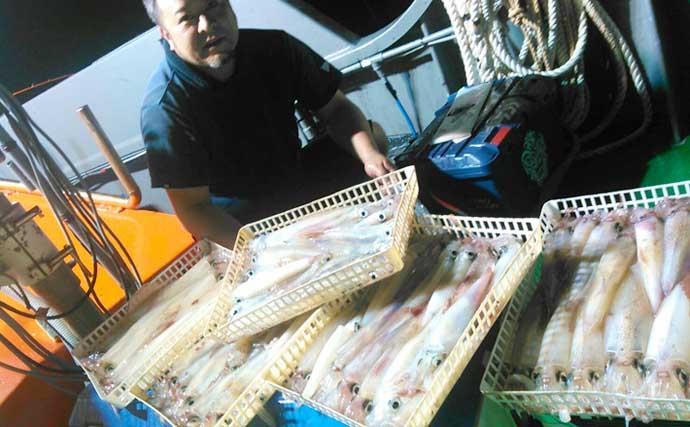 【福岡】夜焚きイカ釣り最新釣果 パラソル級混じり1人150尾の数釣りも
