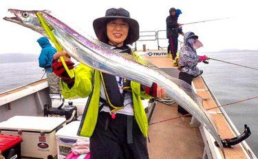 テンヤタチウオ釣りで20尾 浅場のドラゴン出現に興奮【福岡・博多湾】