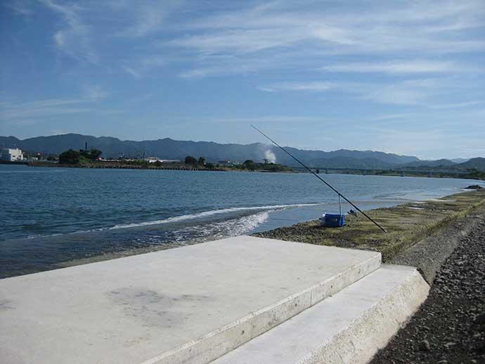 河口域の投げ釣りで26cm頭に良型キスが登場【和歌山・日高川】