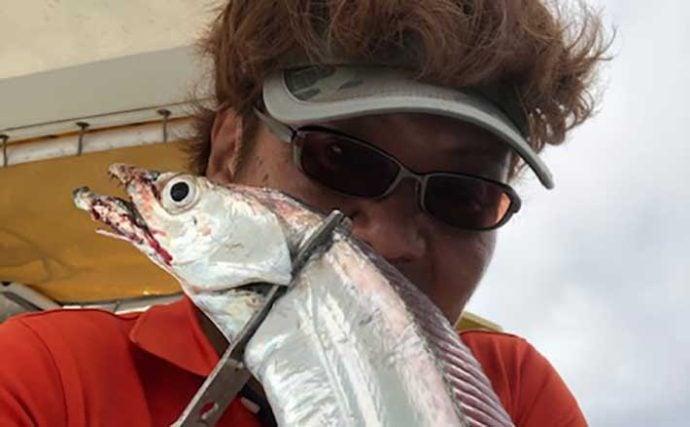 テンヤタチウオ釣行で指4本サイズ連発 アシストフックで攻略【小溝丸】
