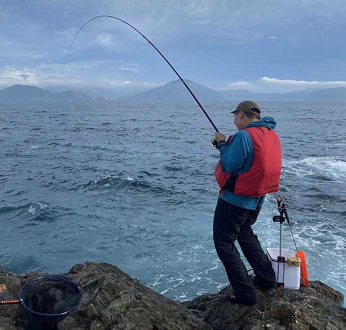 超A級磯のフカセ釣りで良型グレ乱舞 大型青物の洗礼も【大分・深島】