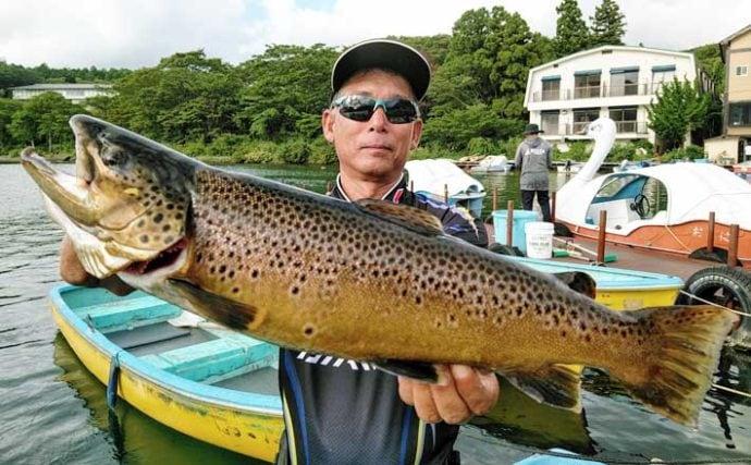 ボートフライ釣行でトラウト5種目を達成 腹パンのイクラも【芦ノ湖】