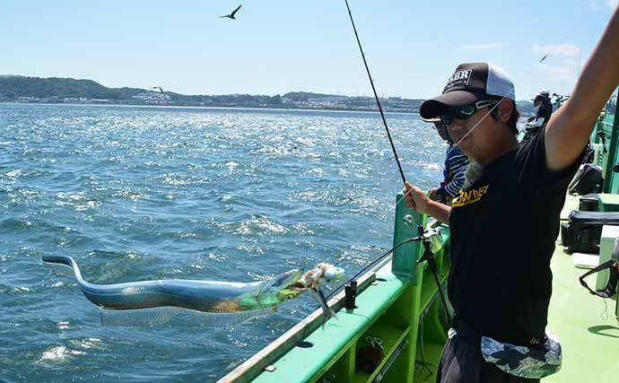 関西の釣りが東京湾で大流行中 テンヤタチウオで指8本『特大ドラゴン』