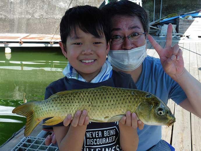 夏ベラの快引を満喫 1投目から尺上ヒットし計18匹【竜田川釣り池】