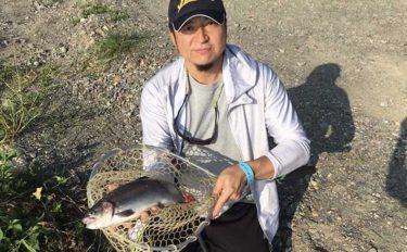 新規オープンした管理釣り場「FP高島の泉」で56cmニジマスを手中