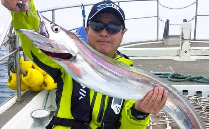 【大分・熊本】沖釣り最新釣果 指11本級『超神龍』タチウオ参上