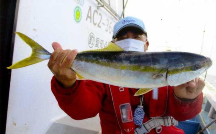 泳がせ釣りでブリ族連打 ヒラメ&サワラも有望【愛知・忠栄丸】