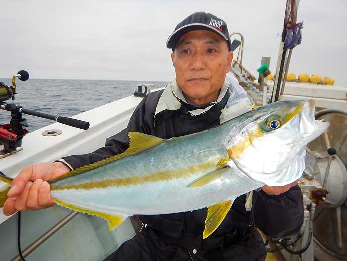落とし込み釣りでブリ族快釣 驚愕の12kg級ヒラマサも【福岡・かつ丸】