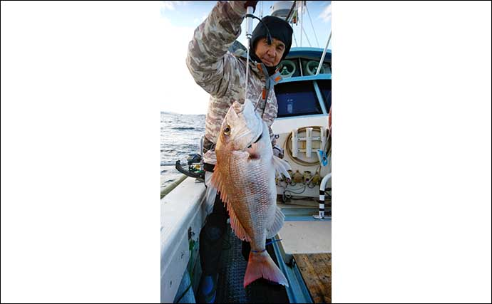 大人気『落とし込み』釣りで想定外のマグロ浮上に驚き【山口・入江丸】