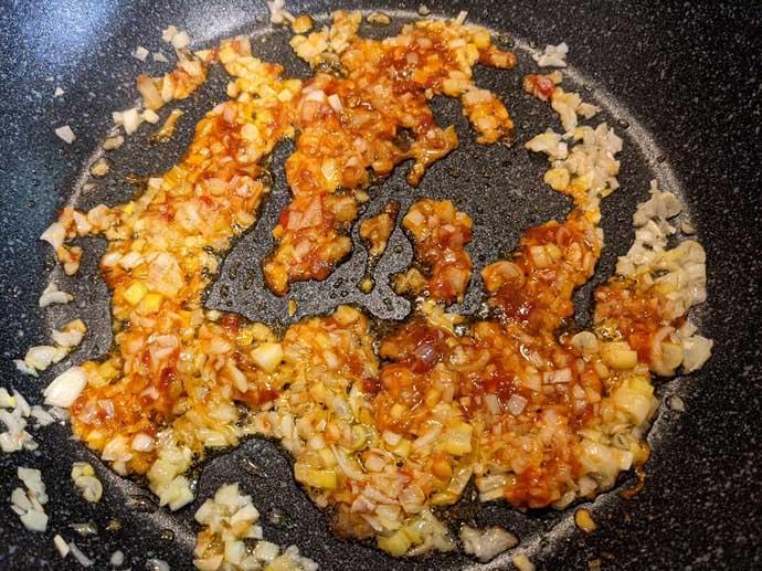 【釣果レシピ】タチウオのチリソース煮 定番料理に飽きたらオススメ