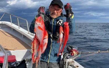 新島キンメ初挑戦で10匹 多点掛けヒットはイルカの餌食に【番匠高宮丸】