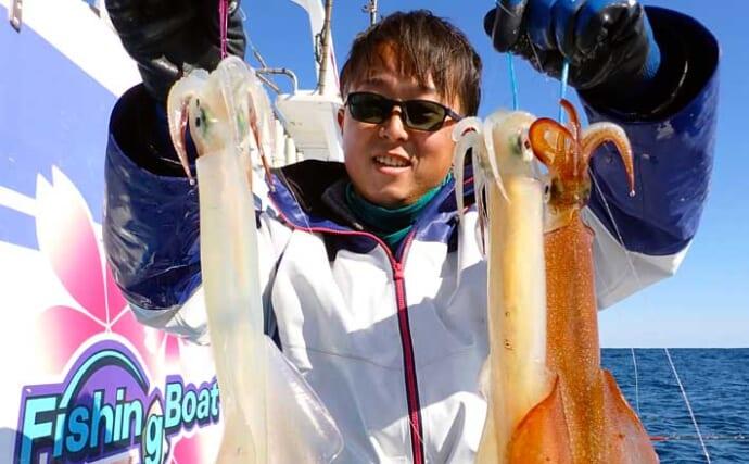 鹿島沖ヤリイカ釣りで50cm「パラソル級」含み多点掛け堪能【桜井丸】
