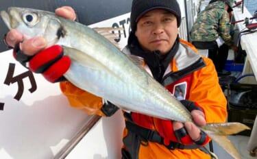 【大分・熊本】沖釣り最新釣果 遠征船で50cm級『テラアジ』浮上