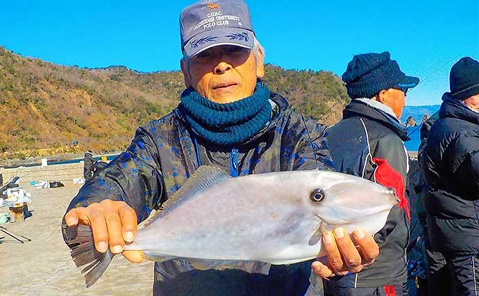 堤防フカセ釣りで35cm頭にメジナ2尾 潮変わりにヒット【いるか浜堤防】