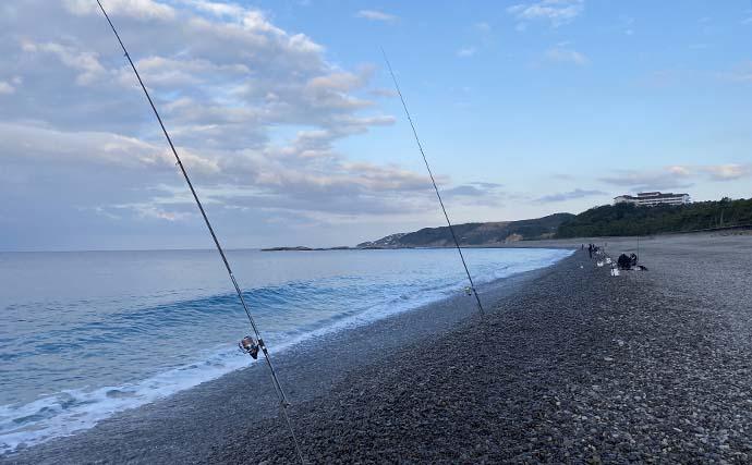 サーフからの『ノマセ釣り』で60cmヒラスズキ手中【和歌山・富田浜】