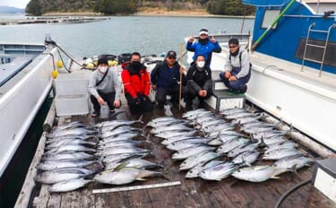 鳥羽沖『トンボジギング』でフィーバー 船中本命16匹にキハダにカツオ